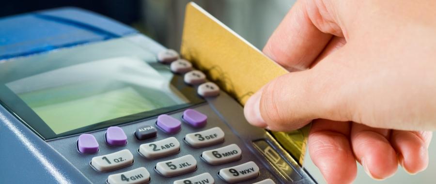 Direitos e deveres de quem utiliza o cartão de crédito como meio de pagamento.